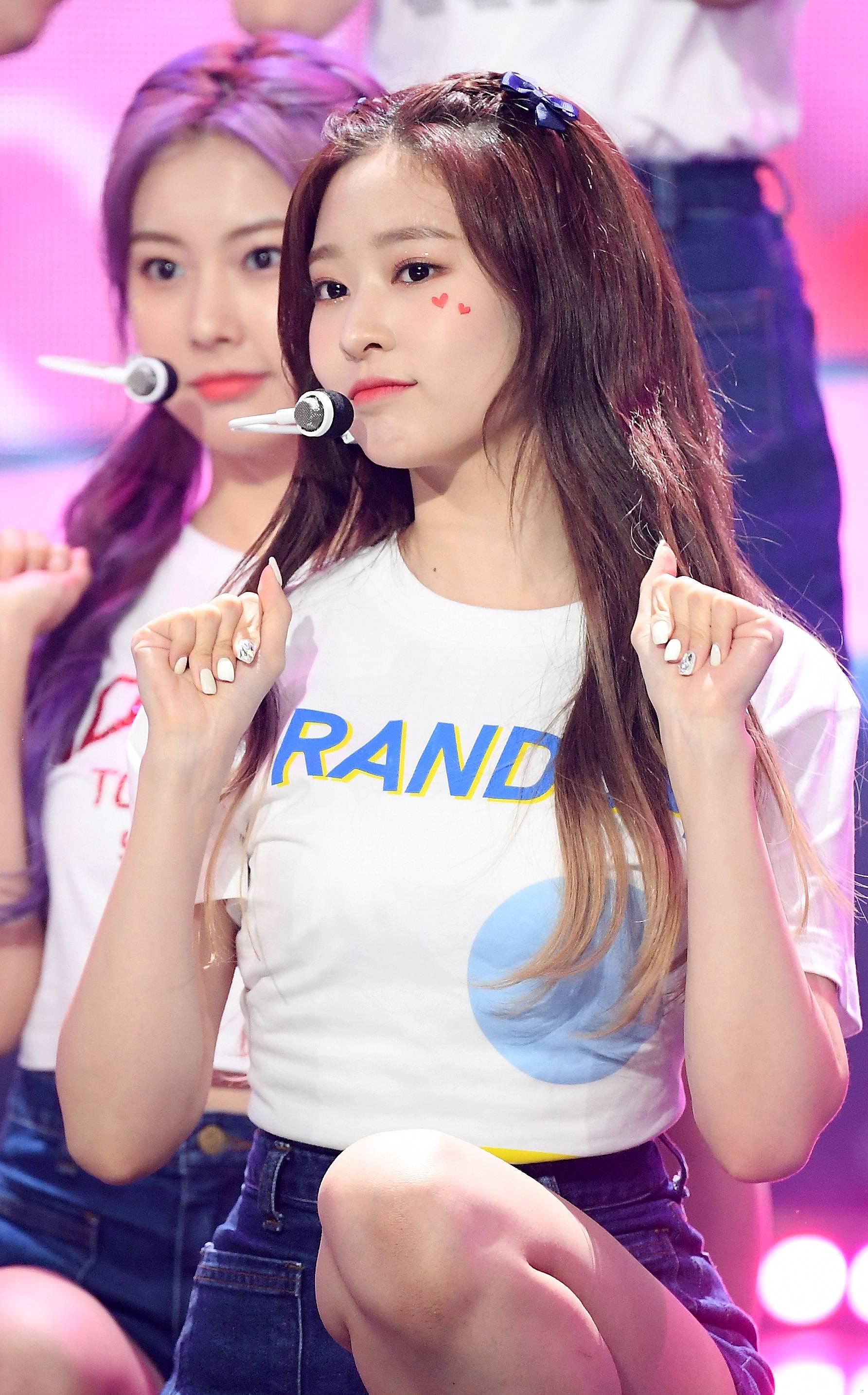 김민주_고화질3 (2).jpg