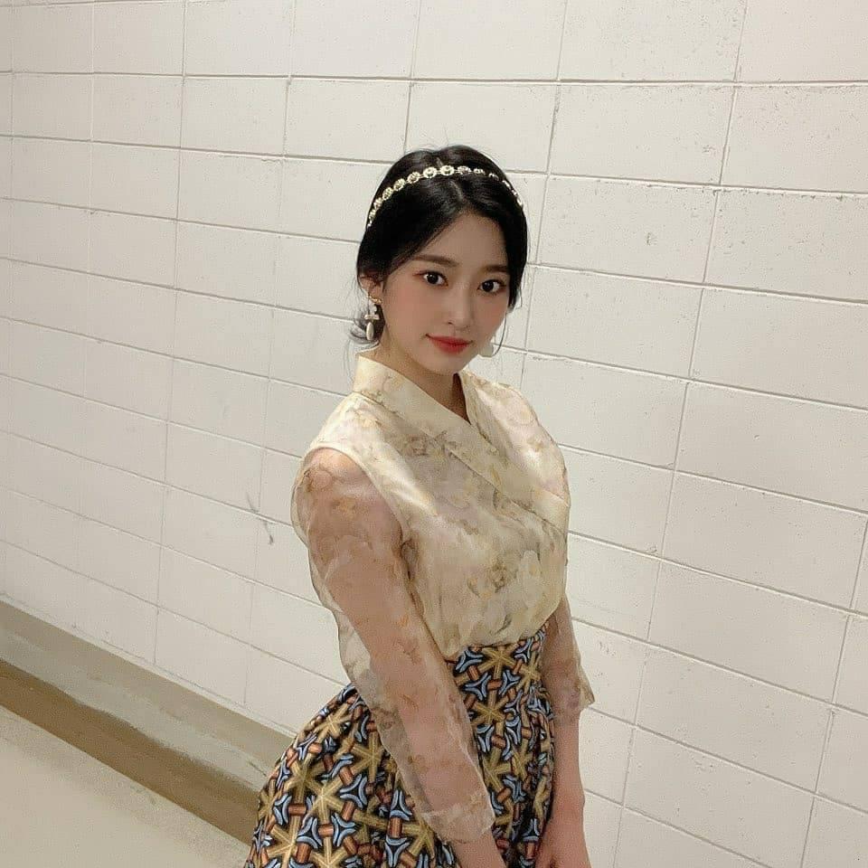 김민주 한복 (3).jpg