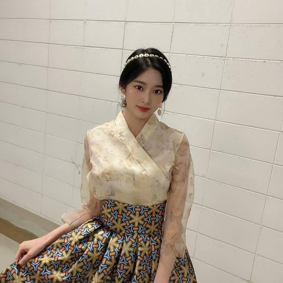 김민주 한복 (7).jpg