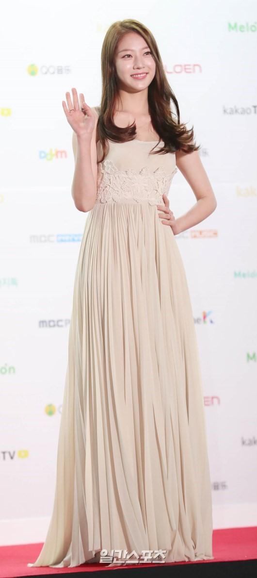 공승연 드레스 (2).jpg