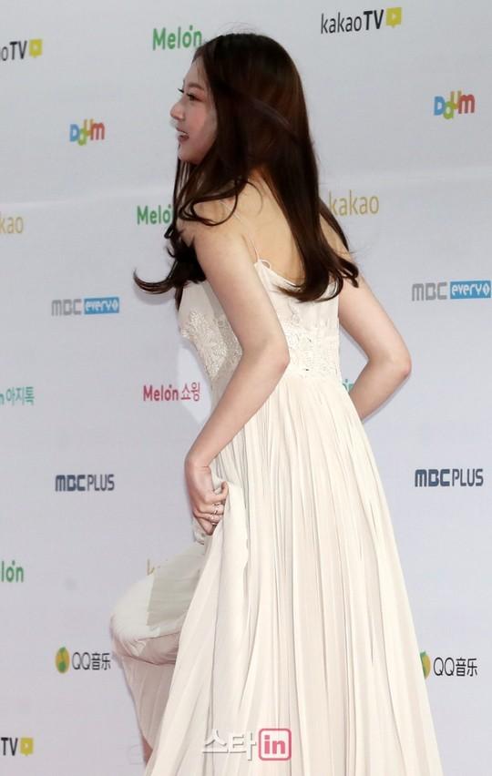 공승연 드레스 (3).jpg