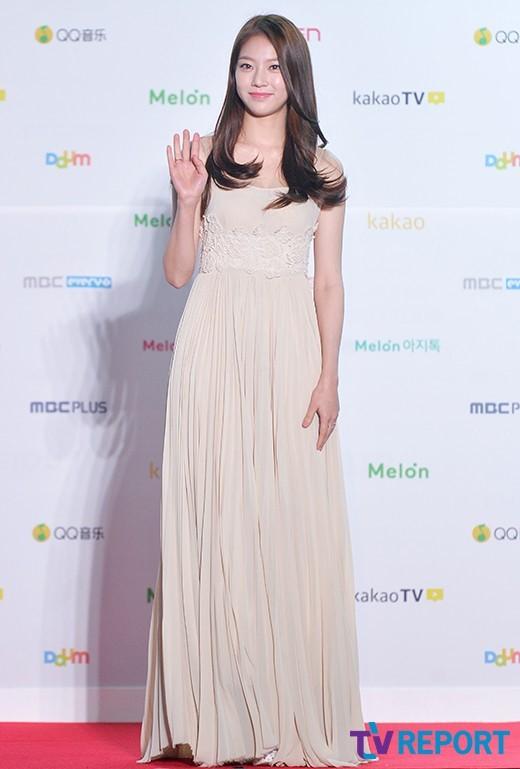 공승연 드레스 (4).jpg