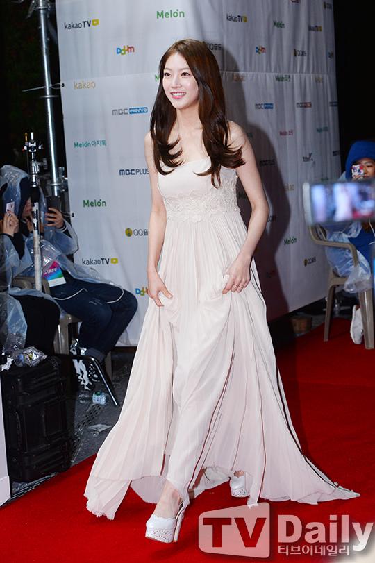 공승연 드레스.jpg