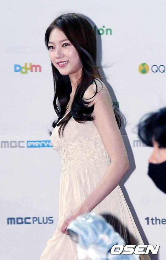 공승연 드레스 (5).jpg