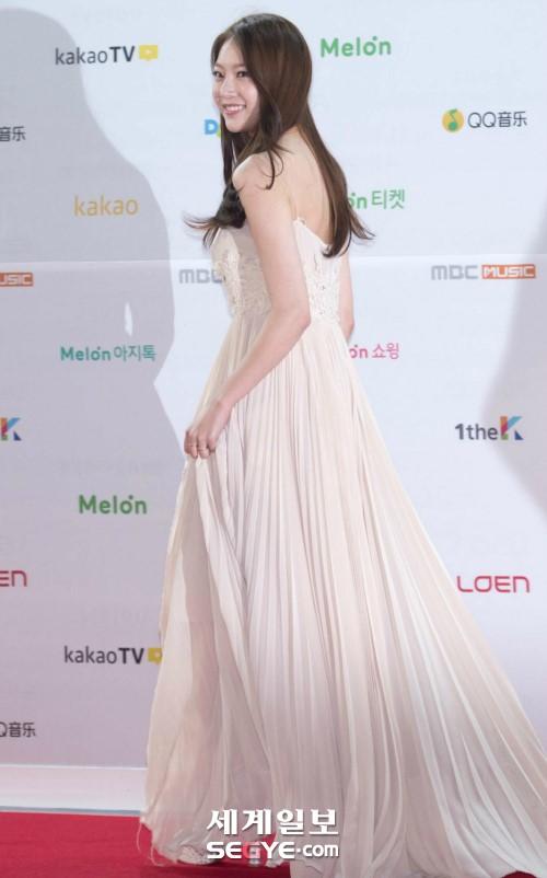 공승연 드레스 (6).jpg