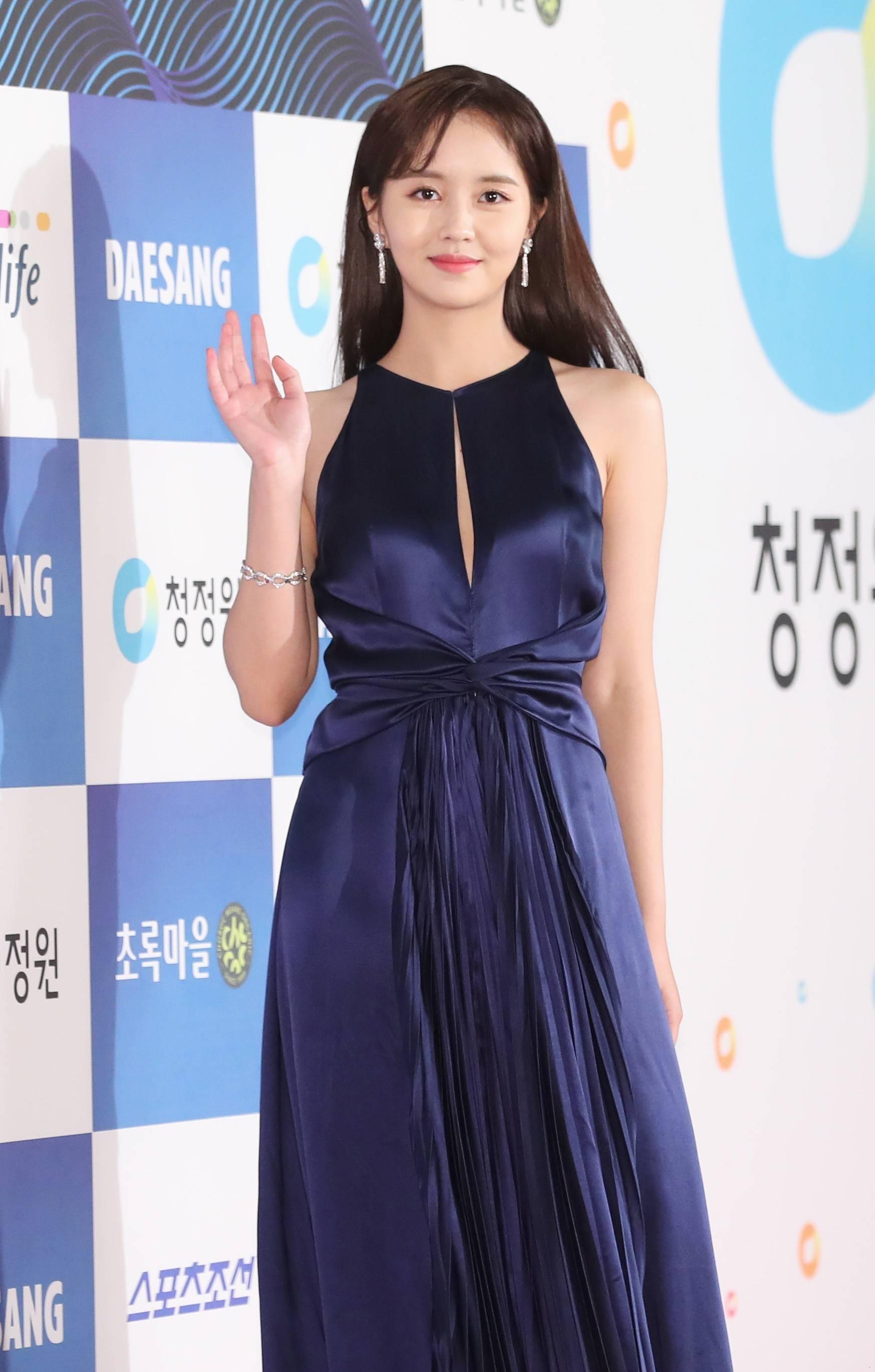 김소현 39회 청룡영화상 레드카펫_03.jpg