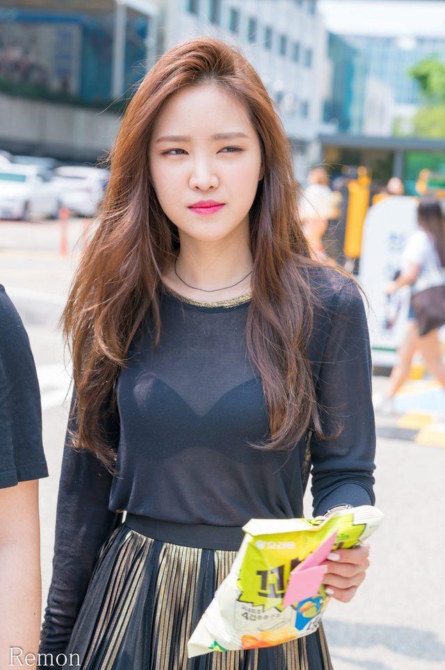 손나은_시스루 (5).jpg